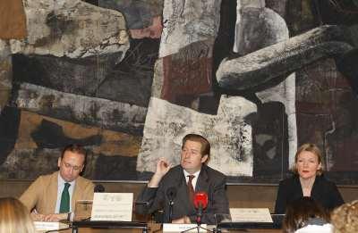 Manuel Fontán del Junco, Javier Gomá Lanzón y Christina Grummt. Rueda de prensa exposición Caspar David Friedrich: Arte de dibujar
