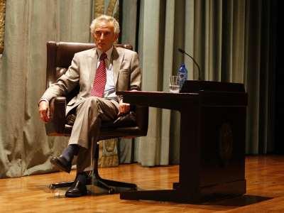 Peter Burke. Conferencia sobre Montaigne y la idea del ensayo (En inglés, con traducción simultánea) - Montaigne y su mundo