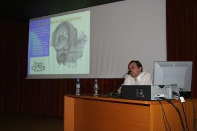 Jaume Coll en el curso sobre Cerámica.Introducción a la historia de la cerámica