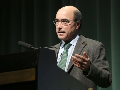 José Manuel Galán. En conferencia sobre Tebas en Egipto. La ciudad de las cien puertas - Las ciudades en la antigüedad mediterránea