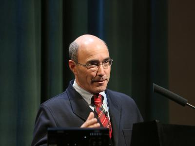 José Manuel Galán. En conferencia sobre Expedición al desierto: el valle de los Reyes - La búsqueda de los confines