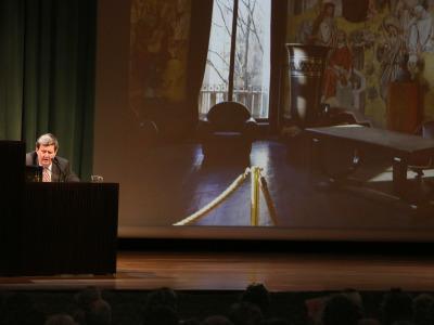 Juan Manuel Bonet. En conferencia sobre Atlas déco - Universo déco