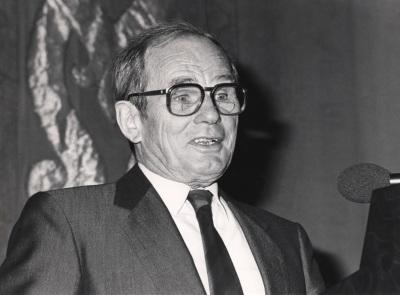 Konrad Hesse. Conferencia sobre La Ley Fundamental en perspectiva: objetivos y función - La Ley Fundamental de Bonn en su 40 aniversario. Evolución y problemática