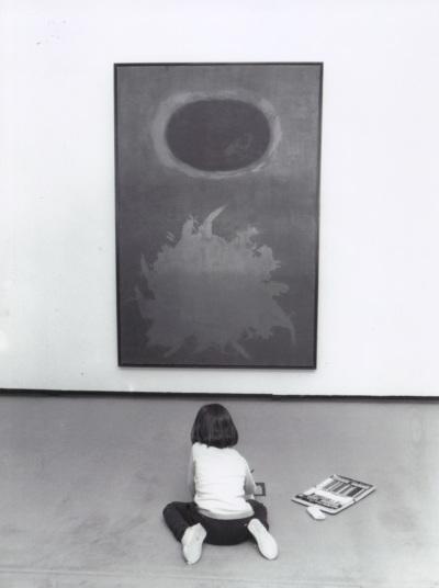 Vista parcial con niños. Arte 73 Exposición antológica de artistas españoles