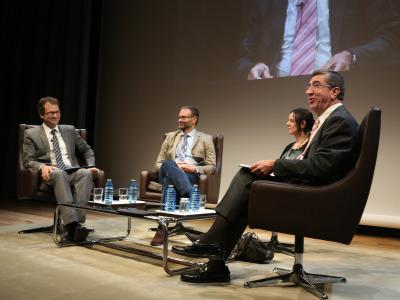 Íñigo Alfonso, Kerman Calvo, Belén Barreiro Pérez-Pardo y Antonio San José. En conferencia sobre Movimientos antisistema