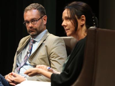 Kerman Calvo y Belén Barreiro Pérez-Pardo. En conferencia sobre Movimientos antisistema