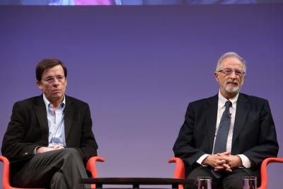 José Ramón Arribas y Luis Enjuanes. En conferencia sobre Virus del nuevo milenio