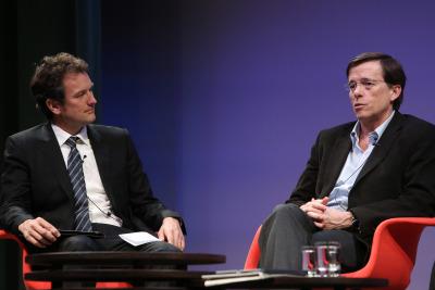 Íñigo Alfonso y José Ramón Arribas. En conferencia sobre Virus del nuevo milenio