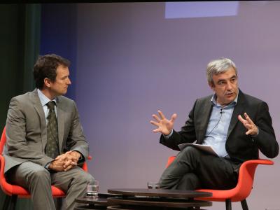 Íñigo Alfonso y Luis Garicano. En conferencia sobre La crisis a los dos lados del Atlántico: la solución de EE.UU. y la de Alemania (Europa)