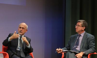 Óscar Fanjul y Antonio San José. En conferencia sobre La crisis a los dos lados del Atlántico: la solución de EE.UU. y la de Alemania (Europa)