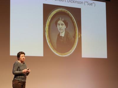 Laura Freixas Revuelta. En conferencia sobre Lectura dramatizada por Julia Gutiérrez Caba - Emily Dickinson