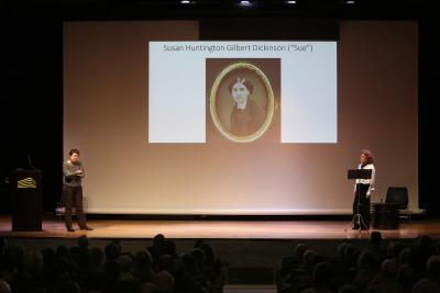 Laura Freixas Revuelta y Julia Gutiérrez Caba. En conferencia sobre Lectura dramatizada por Julia Gutiérrez Caba - Emily Dickinson