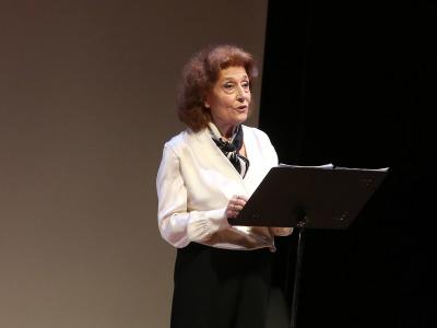 Julia Gutiérrez Caba. En conferencia sobre Lectura dramatizada por Julia Gutiérrez Caba - Emily Dickinson
