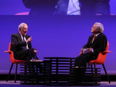 Mario Vargas Llosa y Juan Cruz. En conferencia sobre Mario Vargas Llosa en diálogo con Juan Cruz en torno a la figura de Onetti