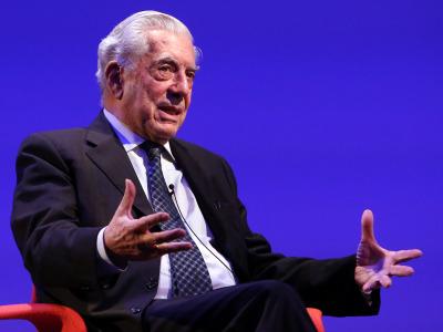 Mario Vargas Llosa. En conferencia sobre Mario Vargas Llosa en diálogo con Juan Cruz en torno a la figura de Onetti