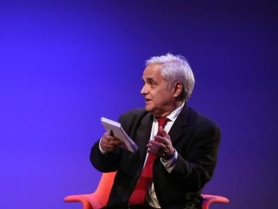 Juan Cruz. En conferencia sobre Mario Vargas Llosa en diálogo con Juan Cruz en torno a la figura de Onetti