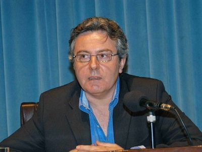 Felipe Benítez Reyes. Algunas conjeturas inestables