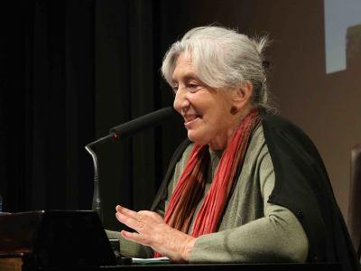 Clara Janés. En conferencia sobre La tentación del paraíso - Clara Janés