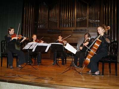 Cuarteto Arneo y Vladimir Mendelssohn. Concierto Los quintetos de cuerda de Mozart