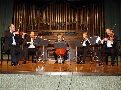 Alan Kovacs y Cuarteto Saravasti. Concierto Los quintetos de cuerda de Mozart