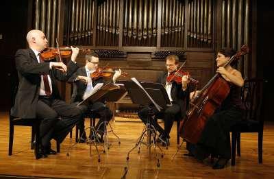 Cuarteto Quiroga, Aitor Hevia, Cibrán Sierra, Dénes Ludmány y Helena Poggio. Concierto La desintegración de la tonalidad
