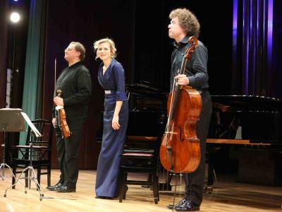 Trío Ex Aequo, Matthias Wollong, Olga Gollet y Matthias Moosdorf. Concierto En el salón - Compositoras