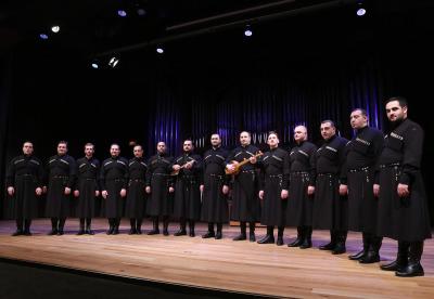 Ensemble Basiani y George Donadze. Concierto Polifonías de Georgia - A coro