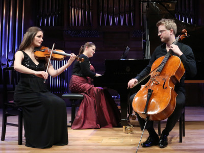 Lauma Skride, Leticia Moreno y Julian Steckel. Concierto Con el nombre de BACH