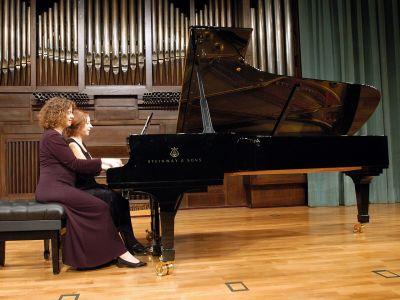 Cinta Medina y Julia Alcaraz. Concierto Recital de piano a 4 manos