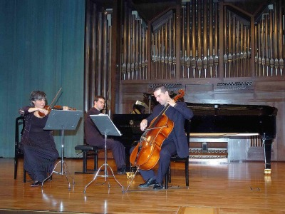 B3: Brouwer Trío, Jenny Guerra, Carlos Apellániz y David Apellániz. Concierto Recital de música de cámara