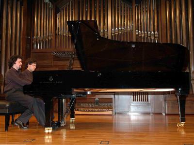 Dúo Moreno Gistaín, José Enrique Moreno Gistaín y Juan Fernando Moreno Gistaín. Concierto Recital de piano a cuatro manos