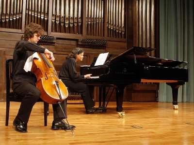 Simone Veil y Ofelia Montalván. Concierto Recital de violonchelo y piano