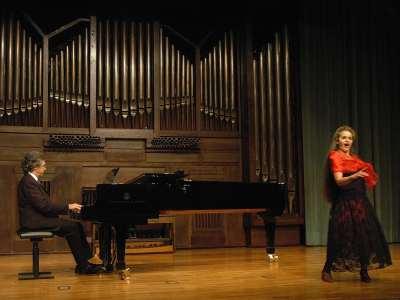 Pilar Rodríguez y Lluis Avendaño. Concierto Recital de canto y piano