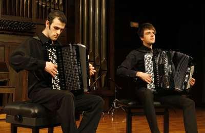 Dúo de acordeones Jeux d'Anches, Marko Sevarlic y Nikola Kerkez. Concierto Recital de dúo de acordeones