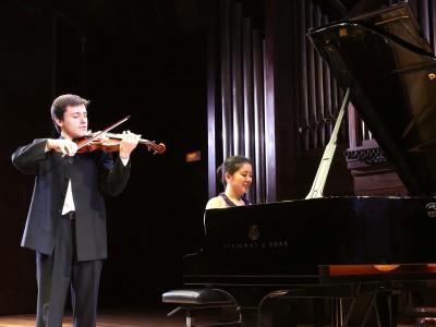 Javier García Aranda y Charis Cheung Headshot. Concierto Recital de violín y piano