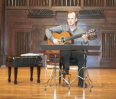 René Mora. Concierto La guitarra en España (I)