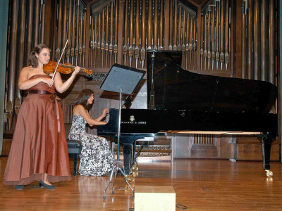 Margarita Buesa y Karina Azizova. Concierto Cuarta tribuna de jóvenes intérpretes: el violín