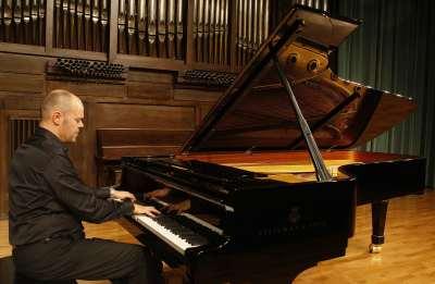 Jorge Robaina. Concierto Preludios para piano