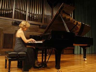 Ana Guijarro. Concierto Preludios para piano