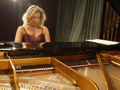 Mariana Gurkova. Concierto Preludios para piano