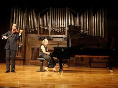 Mario Hossen y Marisa Blanes Nadal. Concierto Beethoven a dúo. Integral de las sonatas para violín y piano y violonchelo y piano