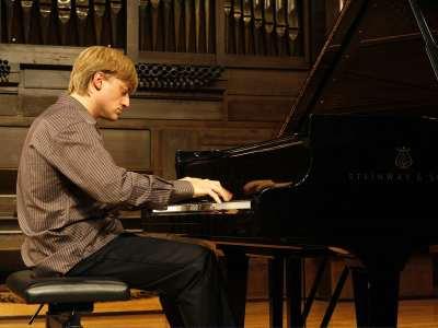 José José Enrique Bagaría. Concierto Chopin y los Schumann: influencias cruzadas