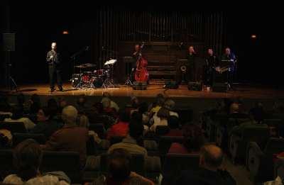 Sir Charles+4, Carlos González, Pascual Piqueras, Richi Ferrer, Marcelo Peralta y David Herrington. Concierto De aquí - Clásicos en jazz