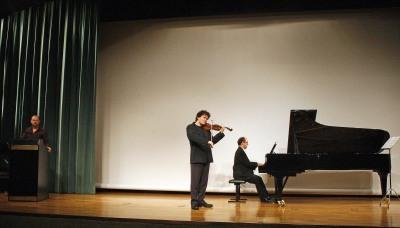 Julio Arce, Gabriel Arcángel y Vadim Gladkov. Concierto Formas de bailar la música - Conciertos en familia