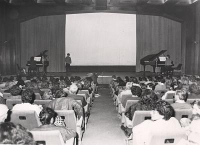 """Proyección de la película """"Metrópoli"""" de Fritz Lang, acompañada con concierto de piano"""