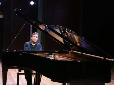 Ludmil Angelov. Concierto La formación del virtuoso: estudios para piano