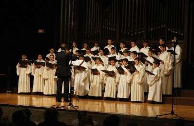 Escolanía de la Santa Cruz del Valle de los Caídos, Carlos Mª Labarta, Laurentino Sáenz y Luis Ricoy. Concierto Voces blancas