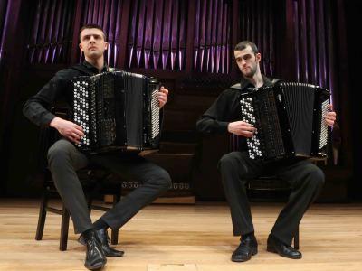 Dúo Jeux D'Anches, Marko Sevarlic y Nikola Kerkez. Concierto El acordeón: original y transcripción