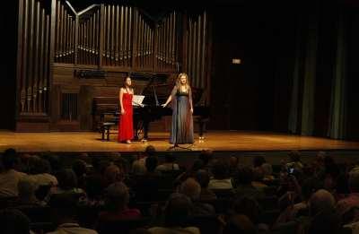 Elisa Rapado y Pilar Vázquez. Concierto Doblan las campanas de párvulos - La infancia en la música