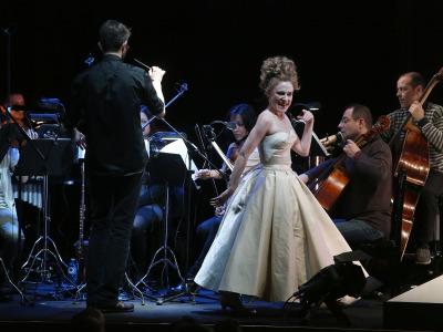 Sonia de Munck y José Antonio Montaño dirigiendo a los Solistas de la Orquesta de la Comunidad de Madrid. Fantochines